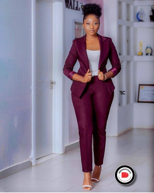 Classy and Casual Work Outfits For Hitting the Office in Style work outfits - Classy and Casual Work Outfits For Hitting the Office in Style 10 512x640 - 45 Classy and Casual Work Outfits For Hitting the Office in Style