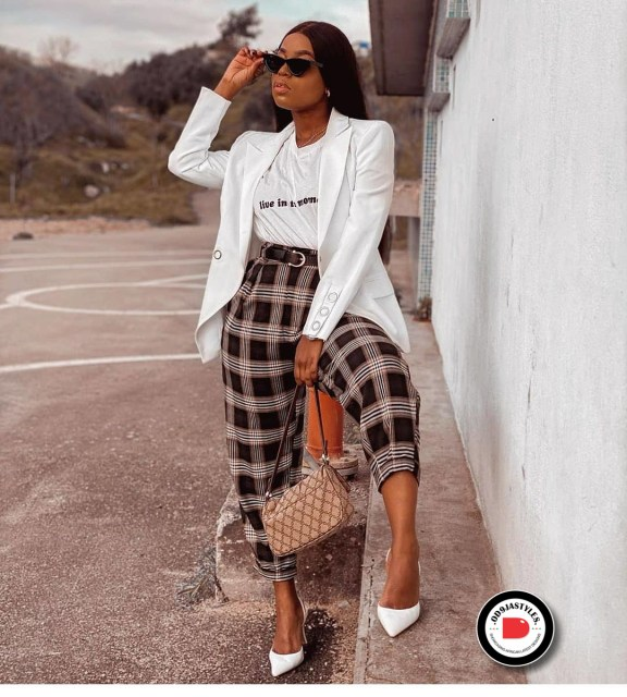Classy and Casual Work Outfits For Hitting the Office in Style work outfits - Classy and Casual Work Outfits For Hitting the Office in Style 30 576x640 - 45 Classy and Casual Work Outfits For Hitting the Office in Style