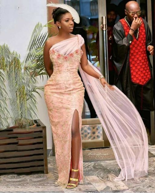 Gold Lace AsoEbi Dresses gold lace asoebi styles - b260b2b507301e989b10d209a8144421 513x640 - These 25 Gold Lace AsoEbi Dresses Are Nothing But Stunning and Gorgeous