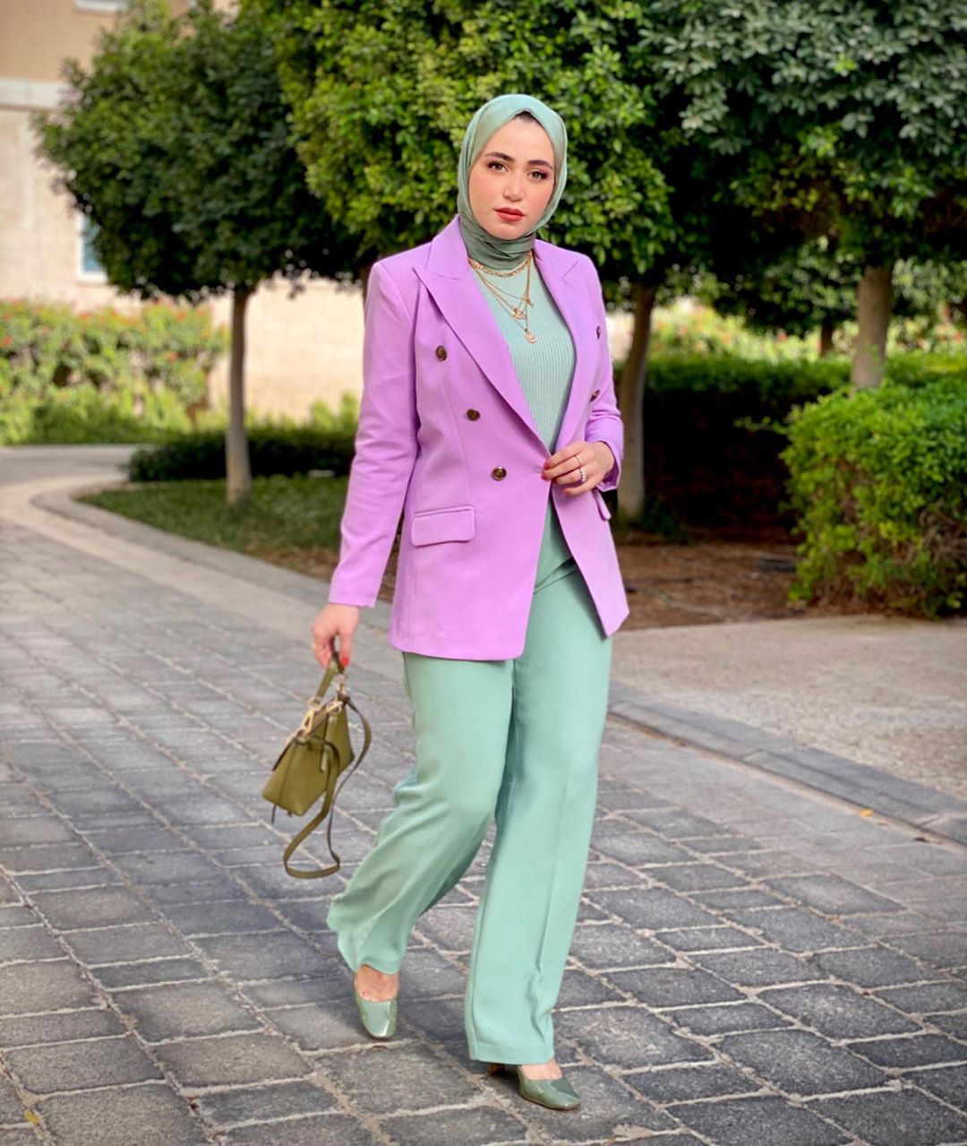SR-Approved Ways To Style Lilac Outfits Like A Fashion Pro
