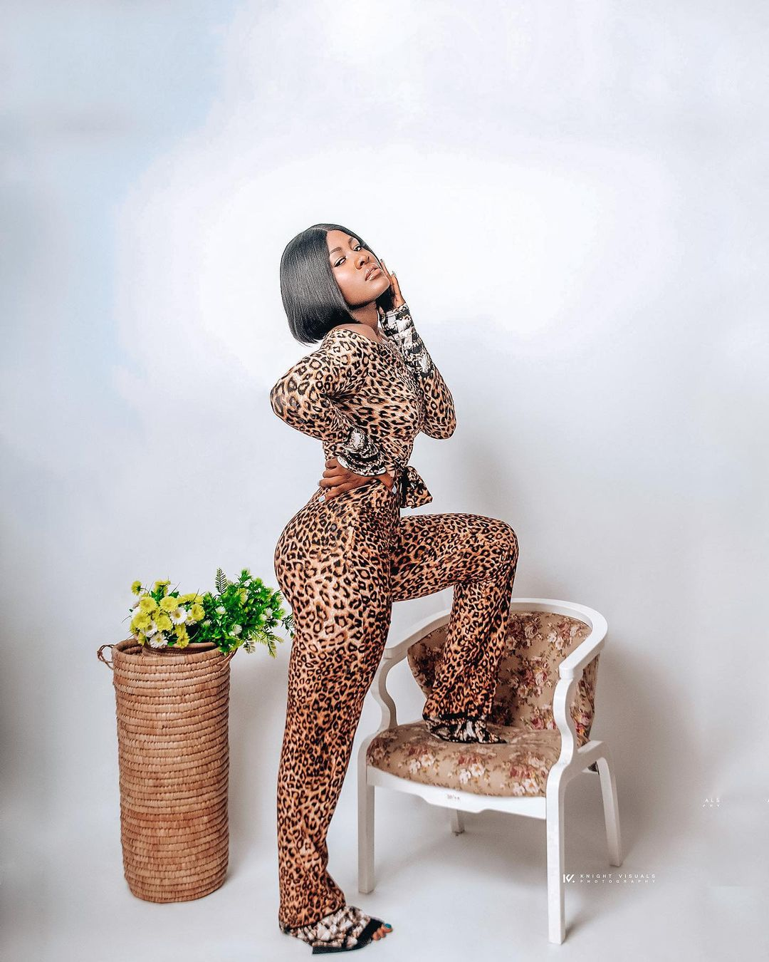 Alex Unusall Keeps It Cool With A JumpsuitAlex Unusual Keeps It Cool With A Jumpsuit