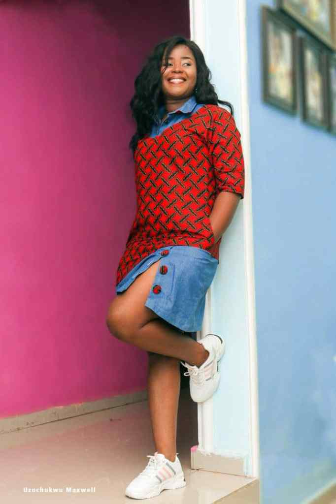 lady wearing ankara and jeans combination